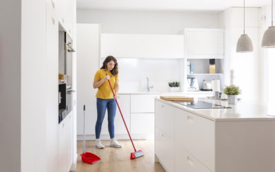 Mantener limpia la escoba es importante para limpiar bien y desinfectar